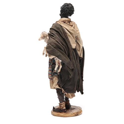 Mulâtre avec mouton crèche Angela Tripi 30 cm 3
