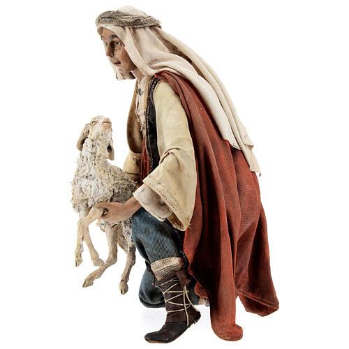 Berger à genoux avec mouton 30 cm Angela Tripi 3
