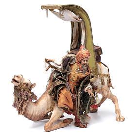 Re Magio scende dal cammello 30 cm Angela Tripi s1