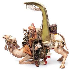 Re Magio scende dal cammello 30 cm Angela Tripi s2