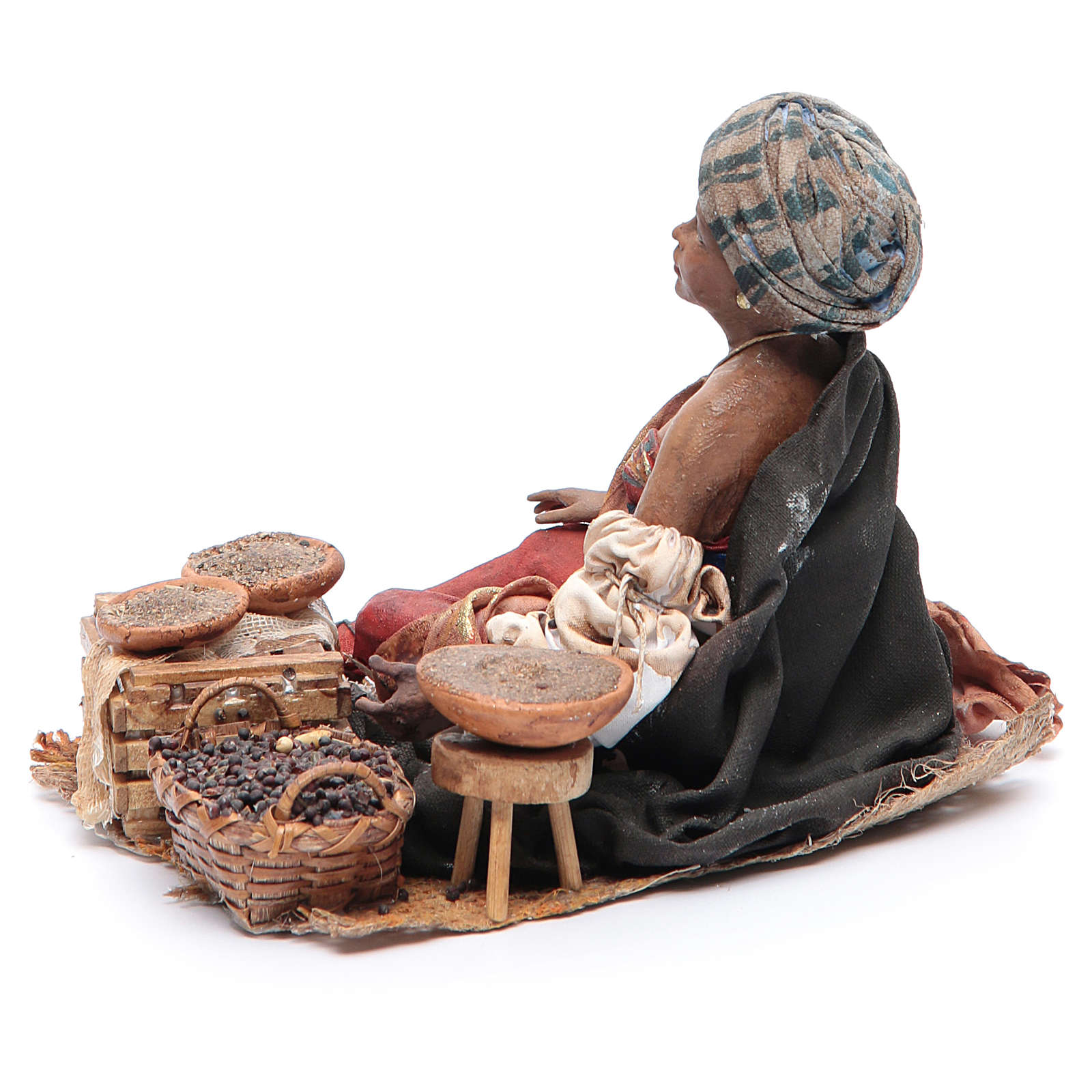 Femme maure debout avec sacs assise 18 cm Angela Tripi 4