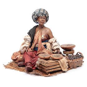 Femme maure debout avec sacs assise 18 cm Angela Tripi s2