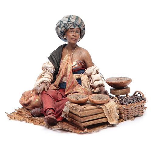 Femme maure debout avec sacs assise 18 cm Angela Tripi 2