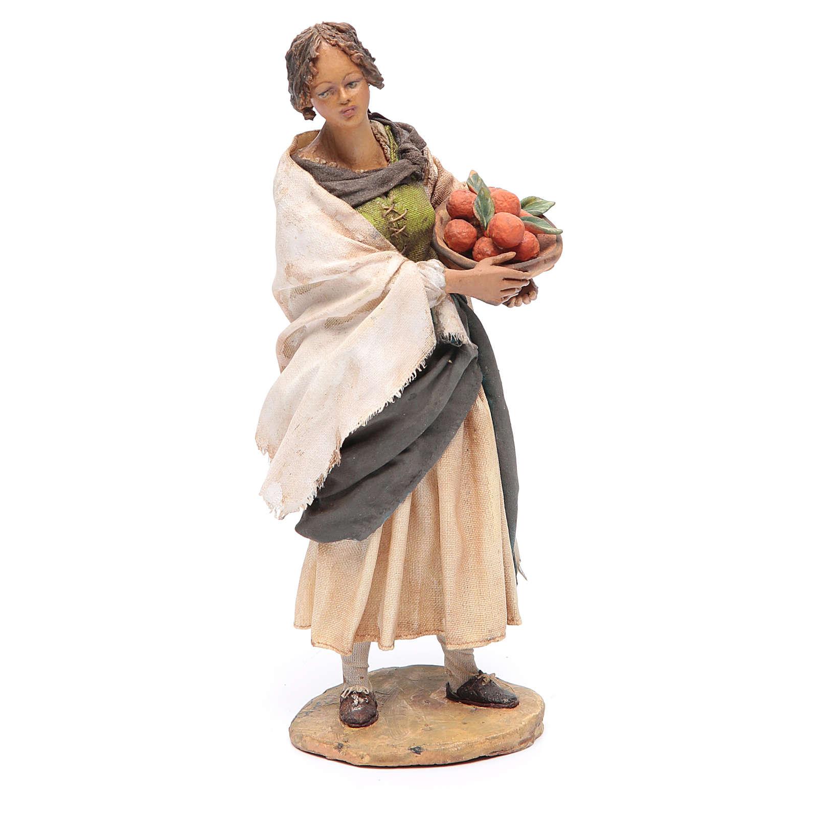 Donna in piedi con cesto di arance 18 cm Angela Tripi 4