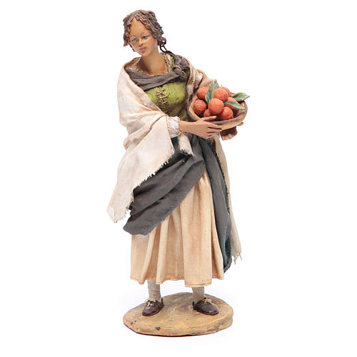 Donna in piedi con cesto di arance 18 cm Angela Tripi 1