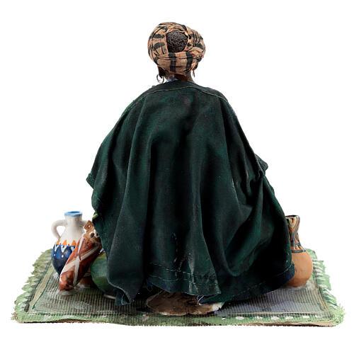 Femme maure assise avec vaisselle 18 cm Angela Tripi 8