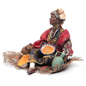 Donna mora seduta con ceramica 18 cm Angela Tripi s2