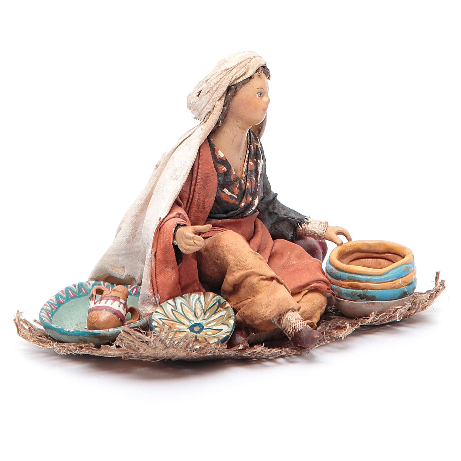 Femme assise avec vaisselle 13 cm Angela Tripi 4