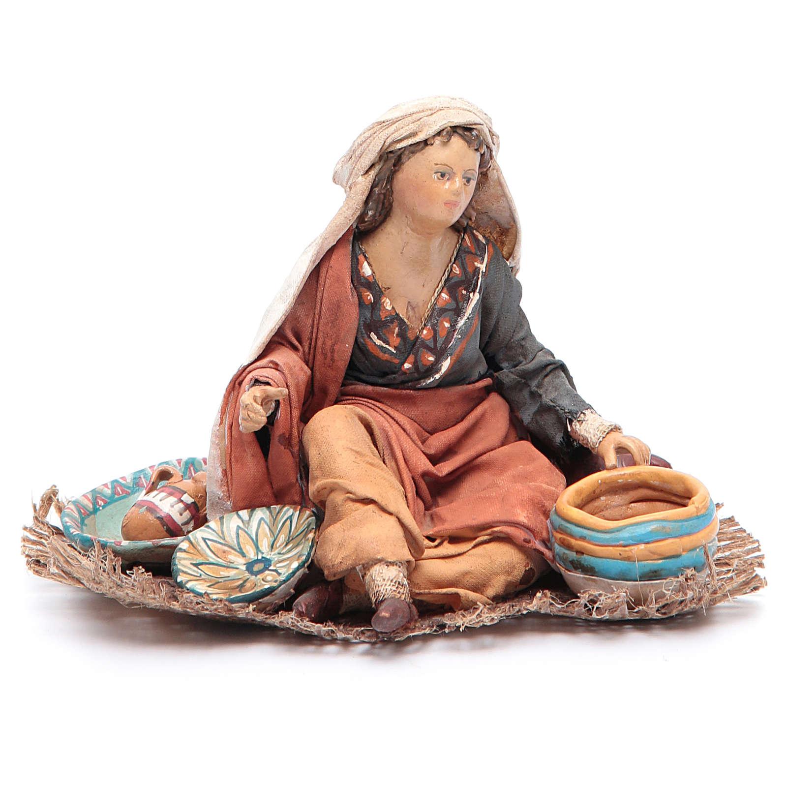 Donna seduta con ceramica 13 cm Angela Tripi 4
