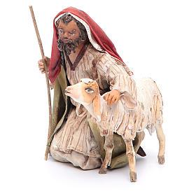 Pastore in ginocchio con pecore 13 cm Angela Tripi s2