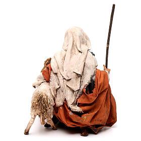 Pastore in ginocchio con pecore 13 cm Angela Tripi s4