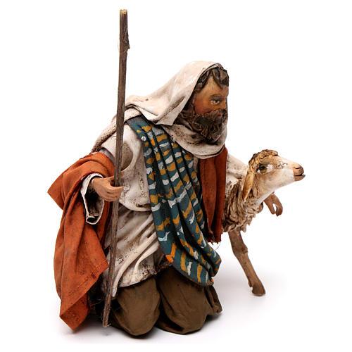 Pastore in ginocchio con pecore 13 cm Angela Tripi 3