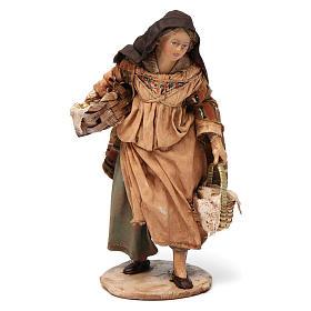 Mujer con cesta de semillas 13 cm belén Angela Tripi s1