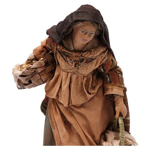 Donna con cesti di semi 13 cm presepe Angela Tripi 2
