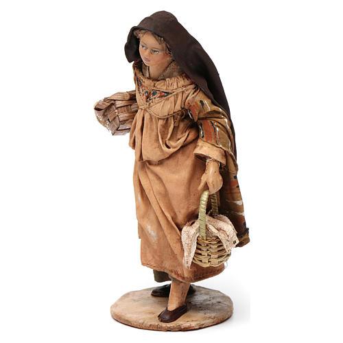 Donna con cesti di semi 13 cm presepe Angela Tripi 3