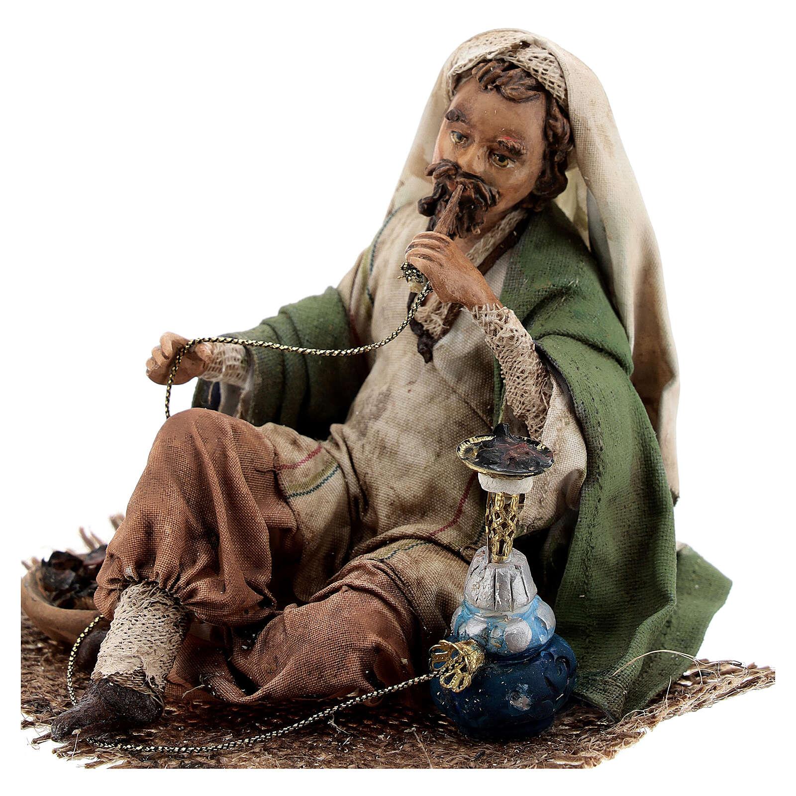 Homme qui fume le narguilé 13 cm crèche Angela Tripi 4