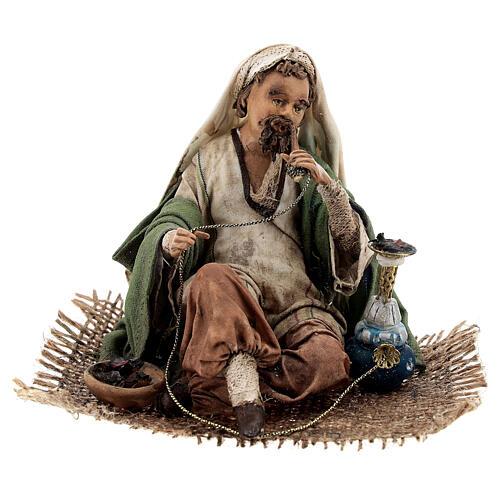 Homme qui fume le narguilé 13 cm crèche Angela Tripi 1
