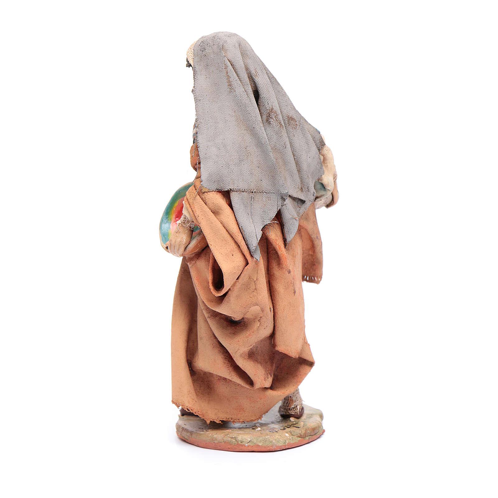 Donna con piatto 13 cm presepe Angela Tripi 4