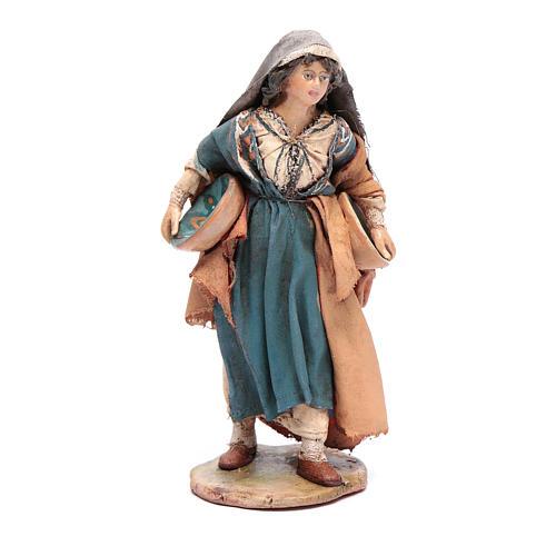 Donna con piatto 13 cm presepe Angela Tripi 1