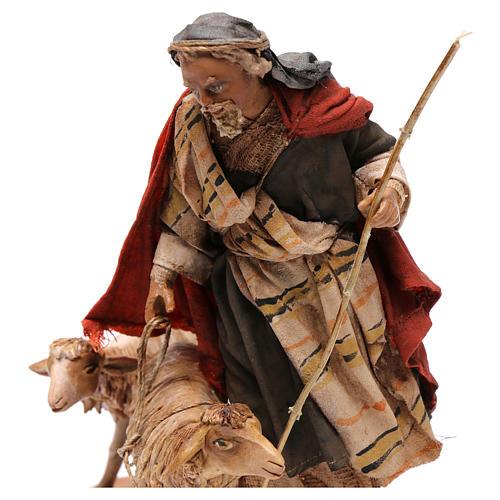 Pastor con dos ovejas 13 cm belén Angela Tripi 2