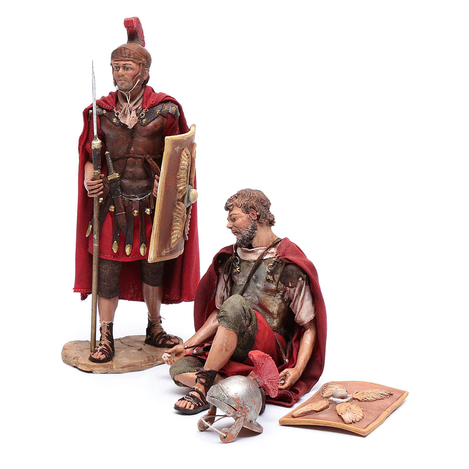 Soldati romani che giocano ai dadi 18 cm presepe Tripi 4