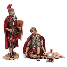 Soldati romani che giocano ai dadi 18 cm presepe Tripi s1