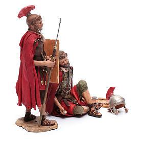 Soldati romani che giocano ai dadi 18 cm presepe Tripi s4