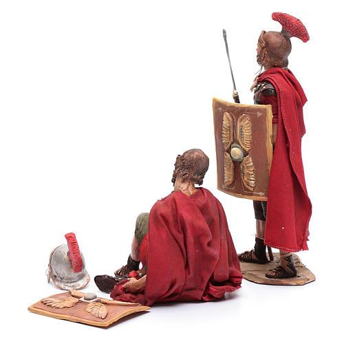 Soldati romani che giocano ai dadi 18 cm presepe Tripi 3