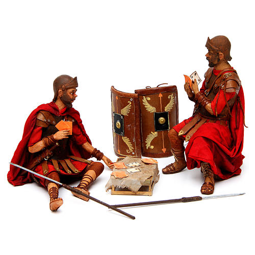 Soldati romani che giocano ai dadi 18 cm presepe Tripi 1