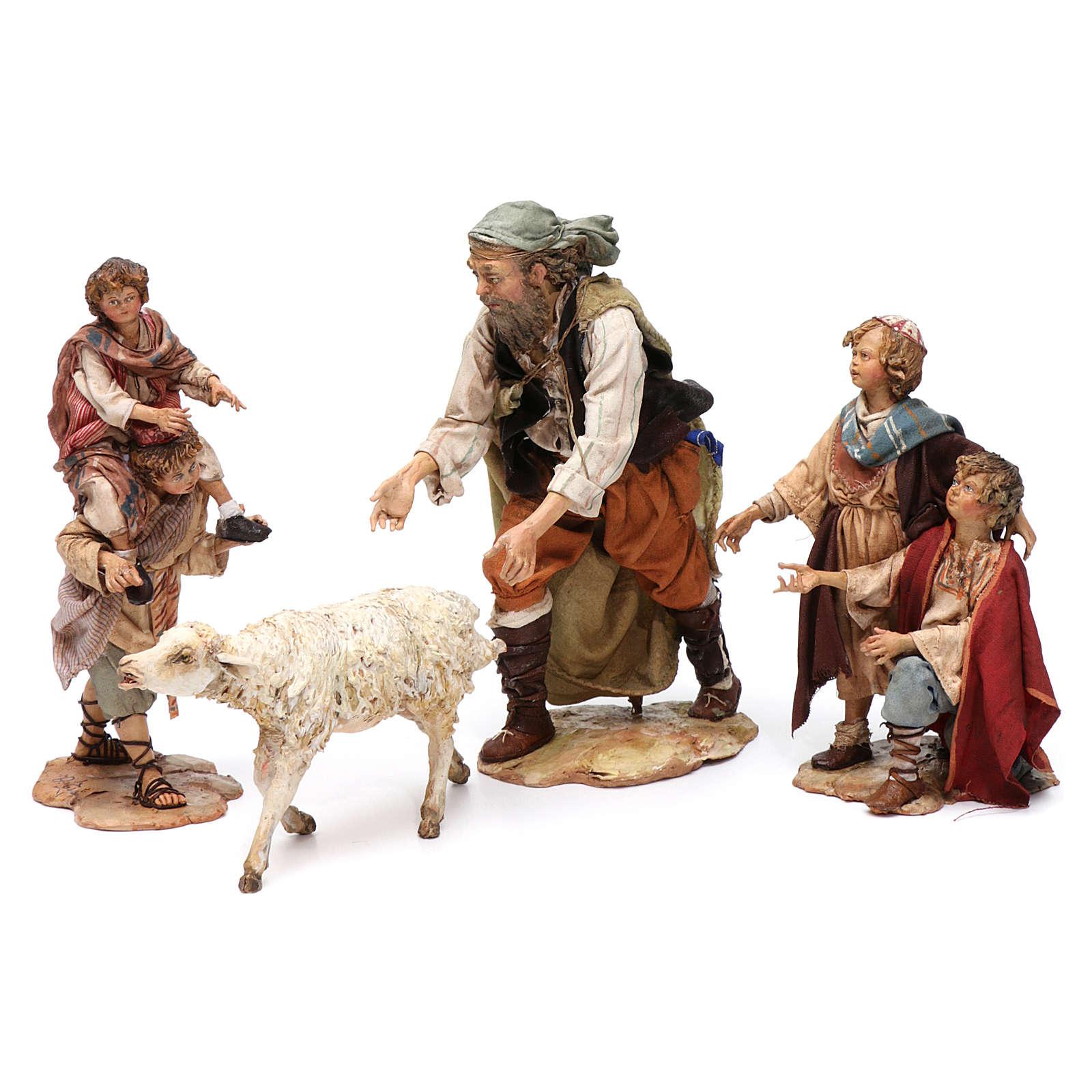 Scena pastore con pecora e bambini presepe 18 cm Angela Tripi 4