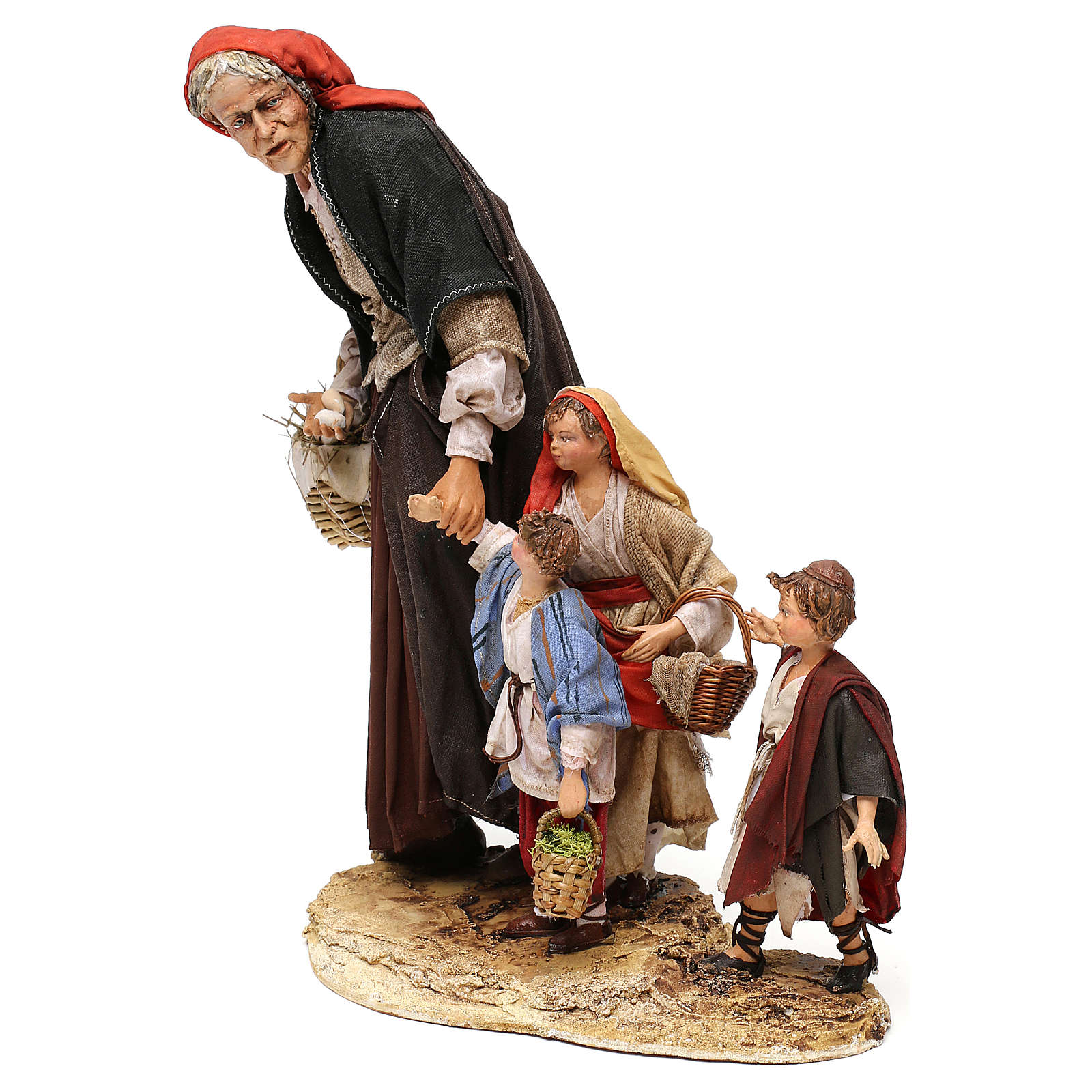 Donna anziana con 3 bambini presepe 30 cm Angela Tripi 4