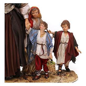 Donna anziana con 3 bambini presepe 30 cm Angela Tripi s4