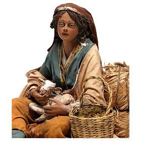 Donna con capretto presepe 30 cm Tripi s2