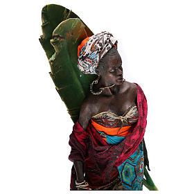 Mujer con hojas de plátano 30 cm belén Tripi s2
