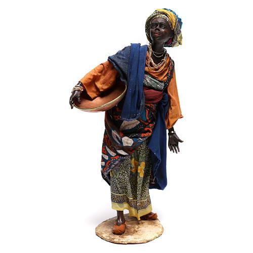 Mujer con escudilla 30 cm creación Angela Tripi 1
