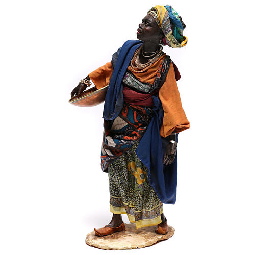 Mujer con escudilla 30 cm creación Angela Tripi 2
