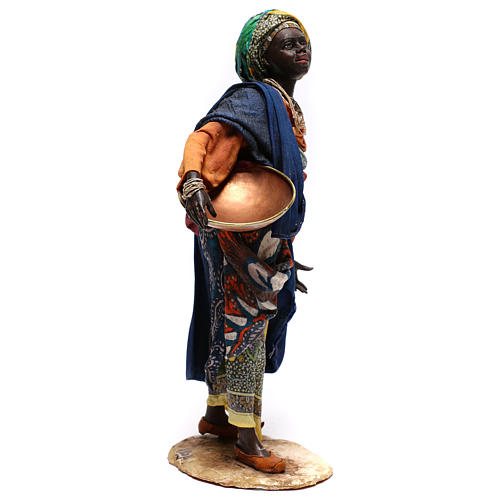 Mujer con escudilla 30 cm creación Angela Tripi 3