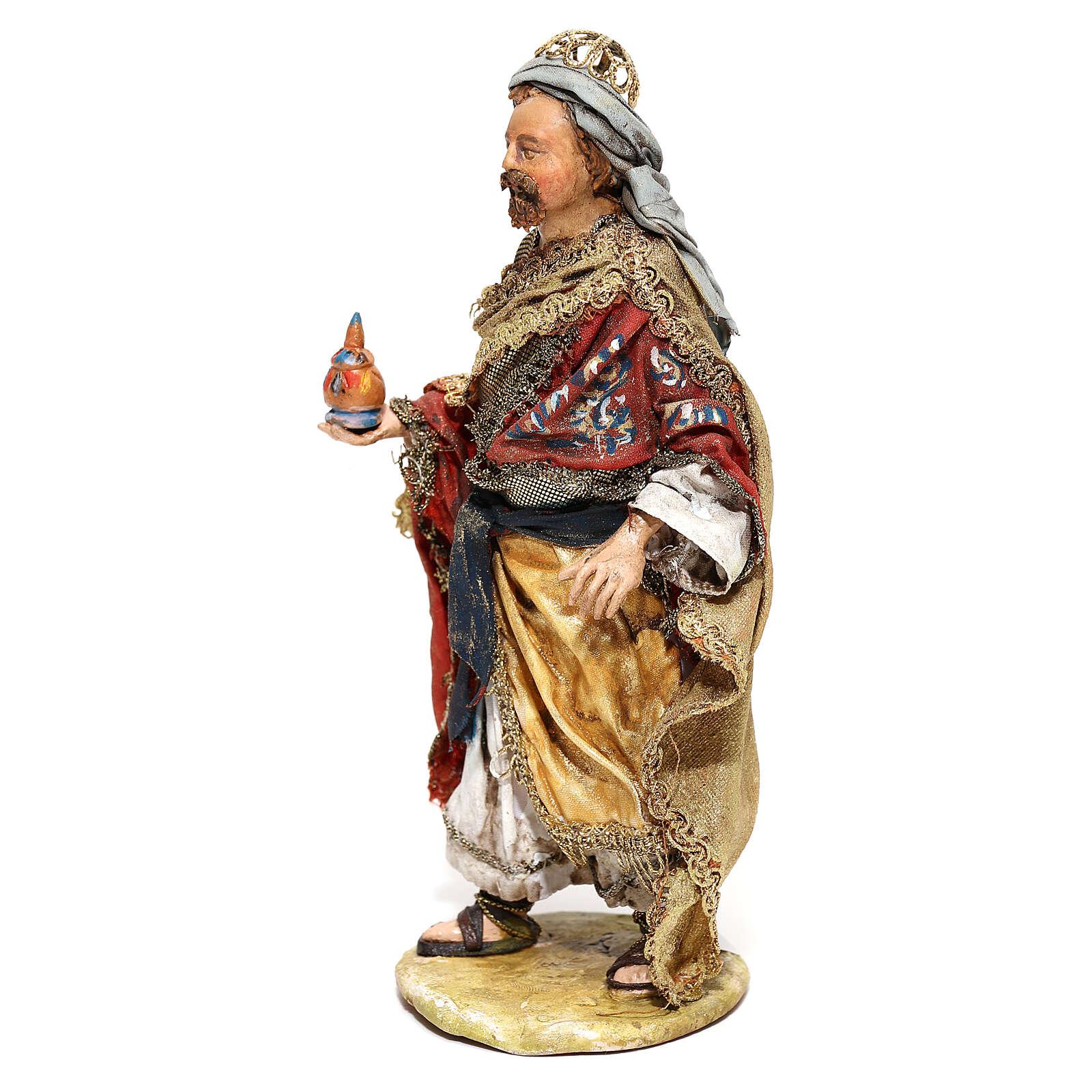 Rey Mago de pie con don 13 cm Angela Tripi 4