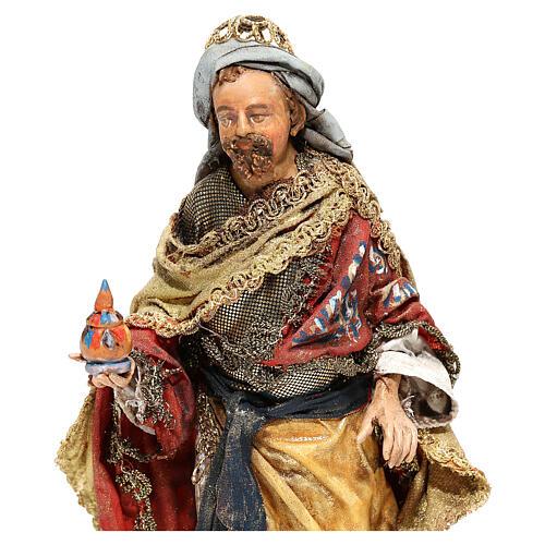 Roi Mage debout avec cadeau 13 cm Angela Tripi 2
