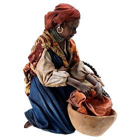Femme meure qui lave son linge 13 cm Angela Tripi s4
