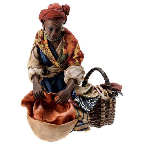 Femme meure qui lave son linge 13 cm Angela Tripi 1