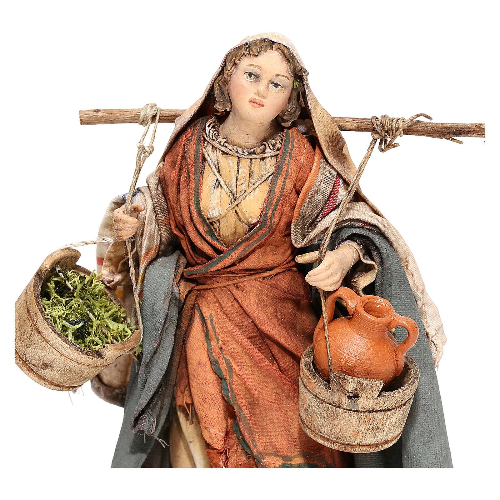 Mujer con ánforas y verduras 13 cm Angela Tripi 4