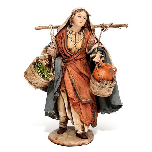 Mujer con ánforas y verduras 13 cm Angela Tripi 1
