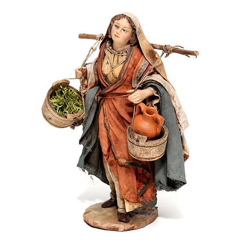 Mujer con ánforas y verduras 13 cm Angela Tripi 3