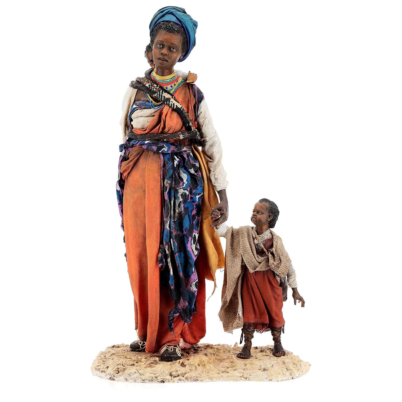 Mujer morena con niño mano 30 cm, Tripi 4