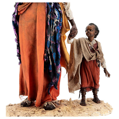 Mujer morena con niño mano 30 cm, Tripi 8