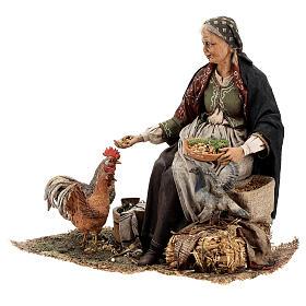 Mujer sentada con gallina 30 cm Tripi s3