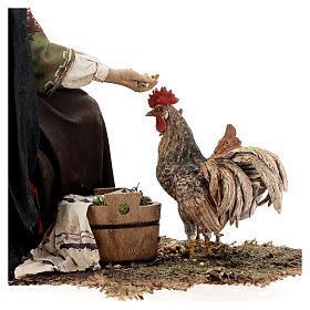 Mujer sentada con gallina 30 cm Tripi s7
