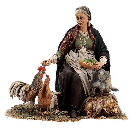 Mujer sentada con gallina 30 cm Tripi 1