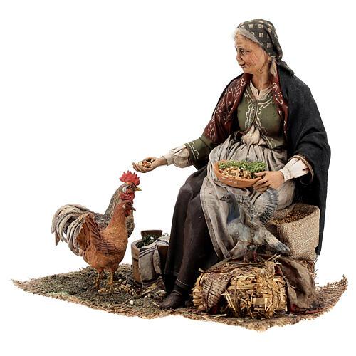 Mujer sentada con gallina 30 cm Tripi 3